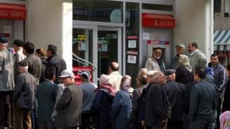 Emeklilerin eksik yatan aylıkları ödeniyor