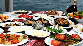Turistler Türk yemeklerine 13,8 milyar lira ödedi
