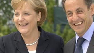 Merkel'den Sarkozy'ye seçim desteği
