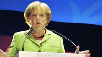 """Merkel'den """"Şiddetten kaçının"""" uyarısı"""