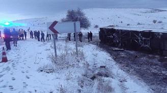 Yolcu otobüsü devrildi: 18 yaralı