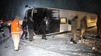 Yolcu otobüsü devrildi: 13 yaralı