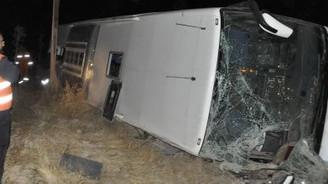 Sivas'ta otobüs devrildi: 17 yaralı
