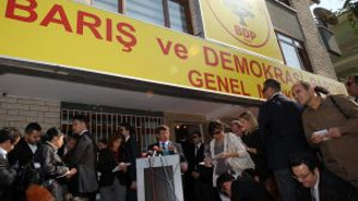 Davutoğlu BDP'yi ziyaret etti