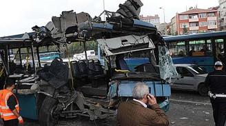 Halk otobüsü köprü ayağına çarptı