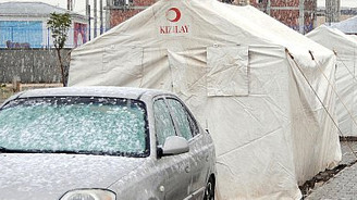 Deprem bölgesinde kar yağışı sürecek