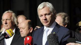 Assange iki ay aradan sonra ortaya çıktı