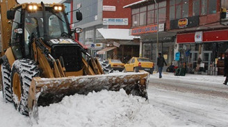 Doğu'da kar 210 köy yolunu kapattı
