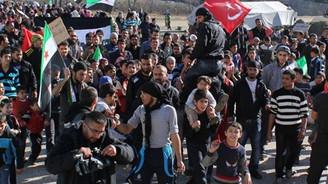 Çadır kentteki Suriyeliler'den muhaliflere destek