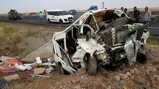 Minibüs devrildi, aynı aileden 6 kişi öldü