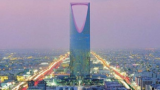Arabistan'da 10 bin memurun işine son verildi