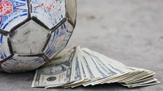 FIFA'dan 3 futbolcuya men cezası
