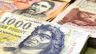 Macaristan'da halk parasını komşuya kaçırıyor