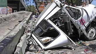 Şiddetli depremde 1600 ev hasar gördü
