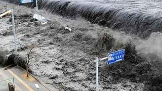 Tsunaminin ilk parçaları Alaska'ya vurdu