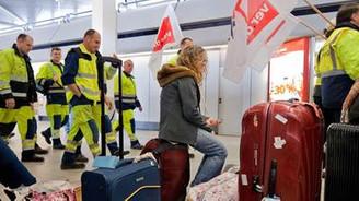 Grev havalimanlarını kilitledi