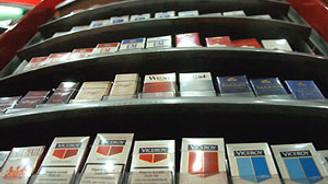 Sigaralar tezgah altına girdi
