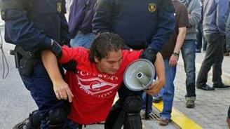 Kriz gösterilerinde 26 yaralı