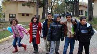 Depremzede çocuklara 23 Nisan hediyesi