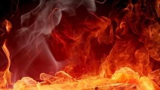 Teröristler Şemdinli'de okul yaktı