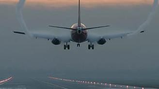 Antalya'da uçağa yıldırım çarptı