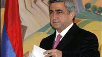 Sarkisyan protokolleri askıya aldı