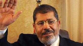 Katar'dan Mursi'ye 2 milyar dolarlık tebrik
