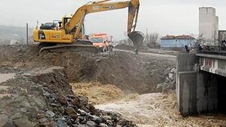 Sinop'ta sel köprü yıktı