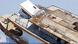 Bayram ziyaretine gidenleri taşıyan feribot battı