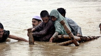 Muson yağmurları 422 can aldı