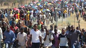 Grev yapan 12 bin işçi kovuldu