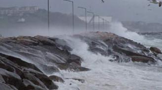 Antalya'ya sel ve fırtına uyarısı