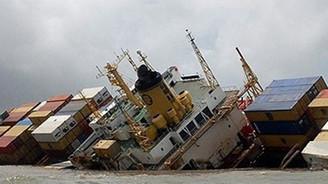 Çin'de iki yük gemisi battı