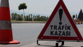 Ağrı'da otomobille kamyonet çarpıştı: 8 yaralı