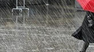 İtalya'da kötü hava ve deprem korkuttu