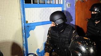 İzmir'de 900 polisle uyuşturucu operasyonu