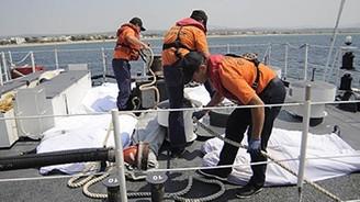 Ege'de mülteci botu battı: 4 ölü