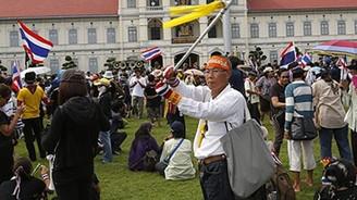 Taylandlı göstericilerden partilere engel