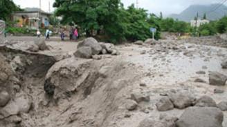Edirne'de sel suları çekiliyor