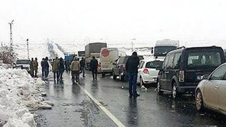 Yüzlerce yolcu üç gündür bekliyor