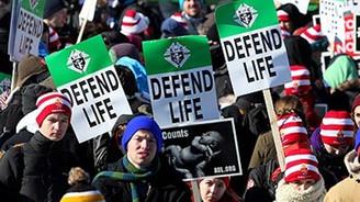 Kürtaja karşı yürüdüler