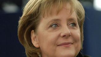 OECD Almanya Başbakanı Merkel'i Paris'e davet etti