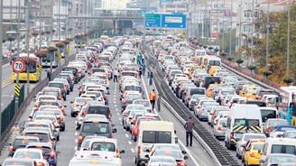 Yola dökülen madde İstanbul trafiğini felç etti