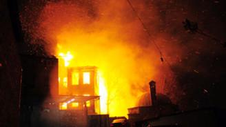 Carrefour'daki yangın söndürüldü