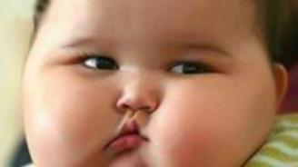 """Kilolu anne ve baba """"obez çocuk"""" riskini artırıyor"""