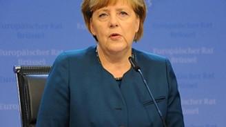Merkel :Kırım'da referandum uluslararası hukuka aykırıdır
