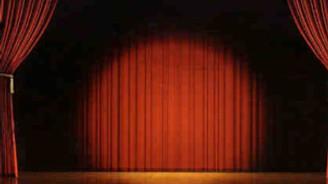 İş Bankası çalışanları tiyatro sahnesinde