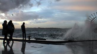 Kuvvetli lodos deniz ulaşımını aksattı