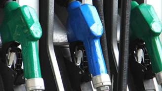 Benzinin litresi 6 kuruş düştü