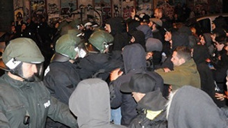 Almanya'nın mülteci politikası protesto edildi